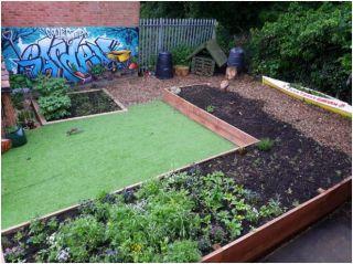 Hobs Moat Courtyard Garden